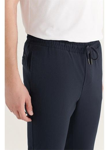 Avva Erkek Yandan Cepli Beli Lastikli Kordonlu Düz Relaxed Fit Pantolon E003000 Lacivert